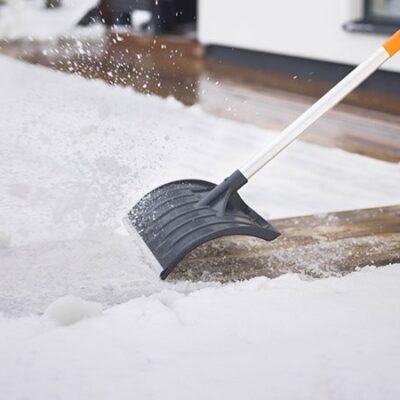 Снеговая лопата Fiskars SnowXpert 1003471